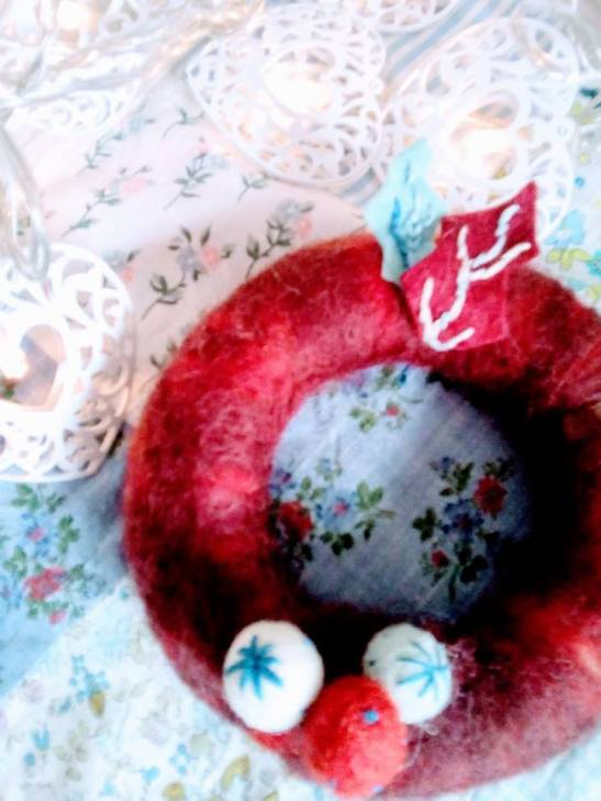 xmas felt ball wreath